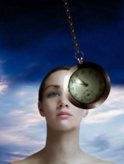 Es un método mediante RELAJACIÓN del paciente (no es sueño, sino un estado de más atención) en el cual se realizan procedimientos para mejorar su salud (hipnosis clínica= médica).